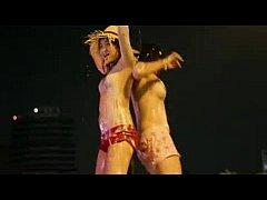 XXX คลิปฉาว วันสงกรานต์ปี58 สาวโคโยตี้เต้นแก้ผ้าเปียกน้ำโชว์เปลือยอกถอดหมด เล่นน้ำบนถนนสีลม ย้อนลอย