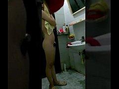 ลูกชายบ้ากามซ่อนกล้องแอบถ่ายหีแม่ตัวเองตอนอาบน้ำ ทำไปได้ แถมเอาคลิปไปอัพบนเว็บโป๊ เรื่องยาว