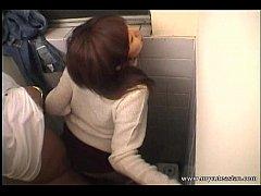 หนังโป๊ แอบพากันไปเย็ดในห้องน้ำปั้มน้ำมัน xxxคู่รักวัยรุ่นเกิดเงี่ยนกลางทางเลยชวนกันแวะปั้มเข้าไปสำเร็จความใคร่กันในห้องน้ำ