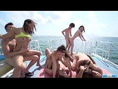 ปาร์ตี้เสียวบนเรือโคตรเด็ด บอกเลยสายหื่นห้ามพลาดจัดกันคนละคู่เลยเสียวมาก