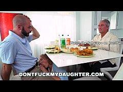 xxxพาผัวมาทำความรู้จักกับพ่อ มานั่งกินข้าวเงี่ยนอมควยผัวคาเก้าอี้ไปเย็ดต่อที่ห้อง