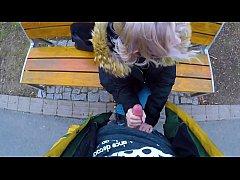 คลิปโป๊เห็นสาวฝรั่งหุ่นสวยเซ็กซี่นั่งอยู่ม้าหินอ่อนเดินเข้าไปทำความรู้จักเงี่ยนยืนให้อมควยคาชุด