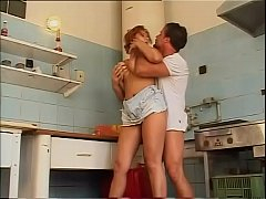 xxxเย็ดหีเมียในครัวเย็ดท่าหมาเยี่ยวกระแทกท่ายากหีไร้ขน